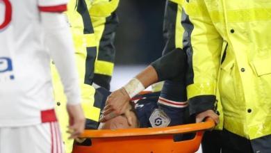 صورة نيمار يغادر مباراة ليون بإصابة خطيرة