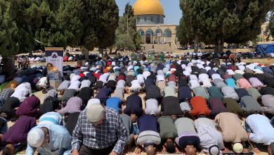 صورة حوالي 60 ألفا يؤدون الجمعة الثالثة من شهر رمضان في رحاب الأقصى المبارك
