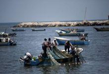 صورة الاحتلال يقرر توسيع مساحة الصيد في بحر غزة ويسمح بإستيراد مواد وتصدير منتجات