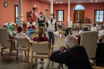"""Médicos sin Fronteras denuncia el """"inaceptable desamparo"""" de las personas mayores en las residencias durante el COVID-19"""