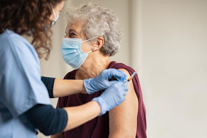 Amade denuncia que el 88,75 % de las residencias de Madrid no han recibido las vacunas ni saben cuándo van a recibirlas