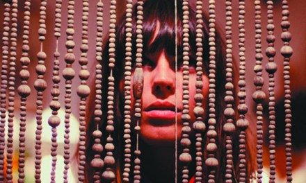Melody's Echo Chamber están de volta con 'Breathe In, Breathe Out'