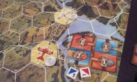 Il risultato di questo combattimento è un danno blu e uno rosso: sono presenti anche due effetti speciali, Ali Lacerate (velocità massima ridotta a 2) e Timone di Coda Bloccato (solo manovre a destra per 3 turni).