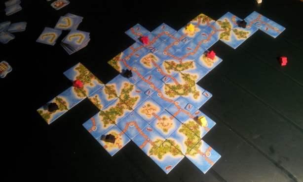 Partita a tre giocatori: il gioco scala perfettamente, i tempi morti aumentano ma non sono mai eccessivi vista la breve durata dei turni.