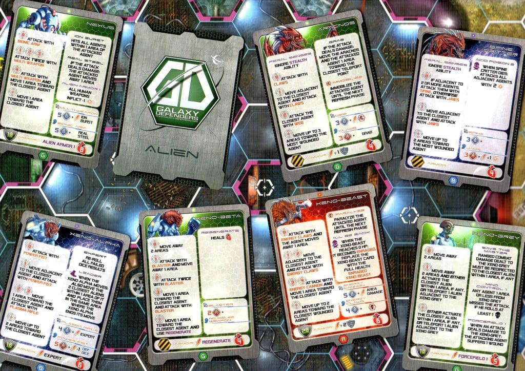 Carte Alieni con i dettagli dell' l'A.I. l'Area 51 e sullo sfondo.