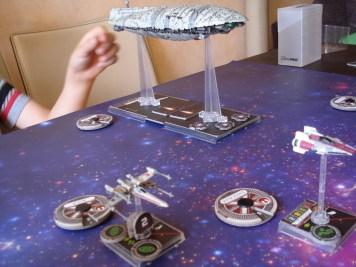 Per fortuna il trasporto ribelle è scortato da 140 punti di caccia ribelli: 2 A-Wing, 2 X-Wing e il mitico Millennium Falcon, con a bordo addirittura Luke Skywalker!