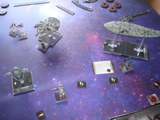 Arriva uno Slave I imperiale, mentre l'Interceptor viene impossibilitato a manovrare dai cannoni ionici di una vicina nave ribelle.