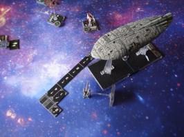 C'è un momento di panico nello schieramento ribelle, e il trasporto nel tentativo di evadere dalla nuova minaccia collide col secondo X-Wing, disintegrandolo!