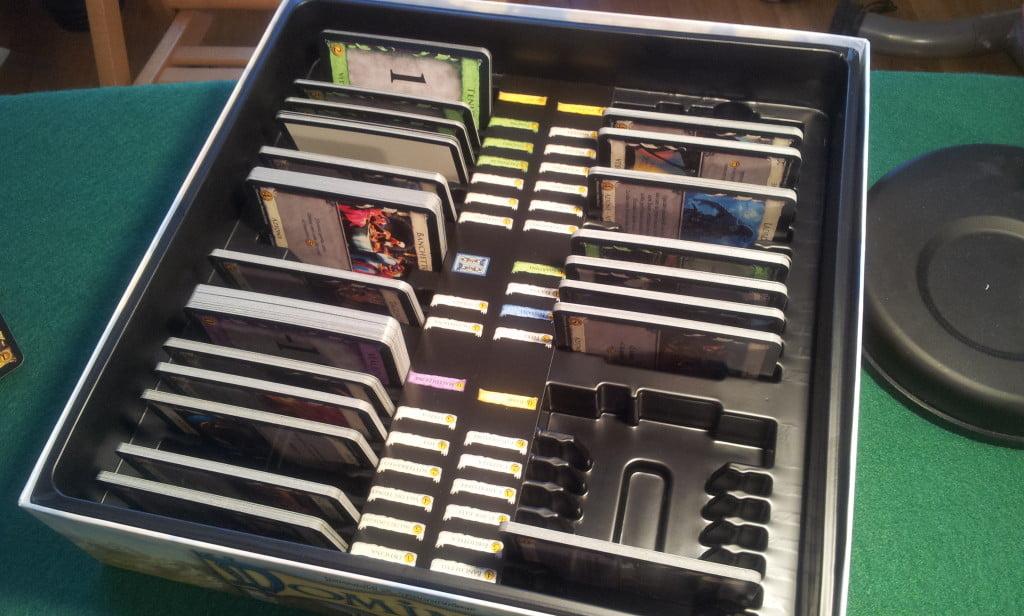 Le scatole di Dominion sono state pro tate in modo che sia possibile riporre le carte ordinatamente