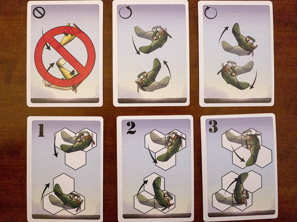 Le 6 carte che tutti i giocatori hanno in mano, oltre a quella con il potere speciale.