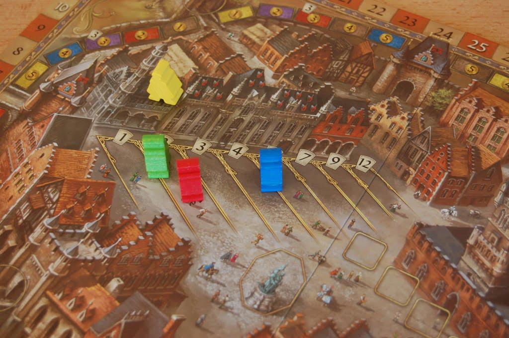 Il giocatore Blu sta investendo molto su questo aspetto, mentre il giocatore giallo ha deciso di ignorala. Al blu però mancano ancora parecchi step prima di incassare lauti guadagni.