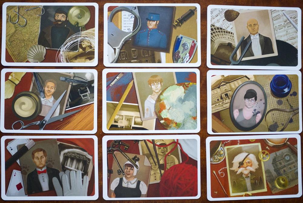 Le carte personaggio (grandi come quelle sogno) presentano numerosi elementi, che possono raccordarsi in molti modi con gli indizi del fantasma.