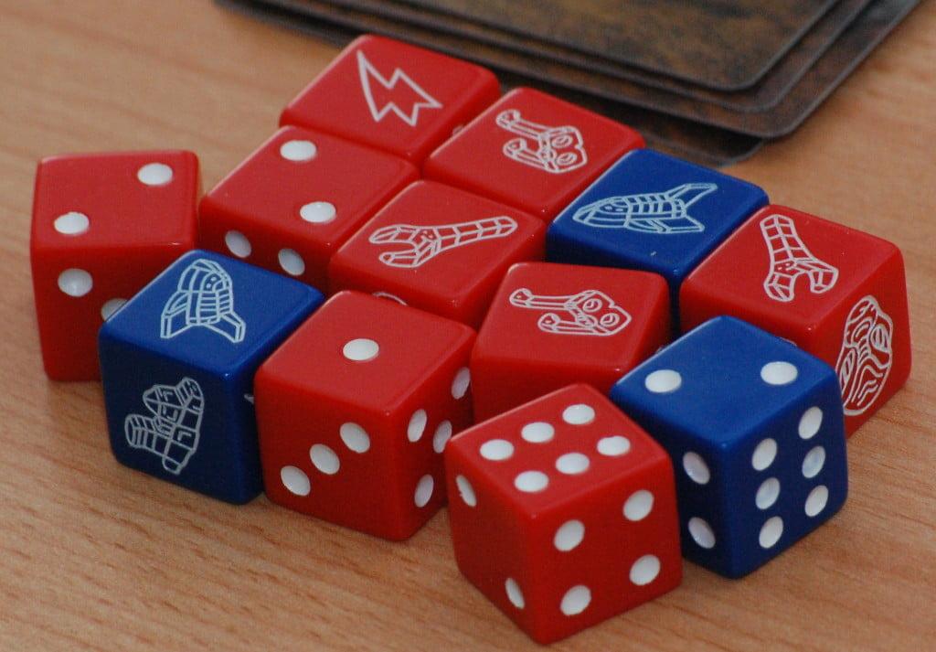 I giocatori sono chiamati a lanciare  un sacco di dadi