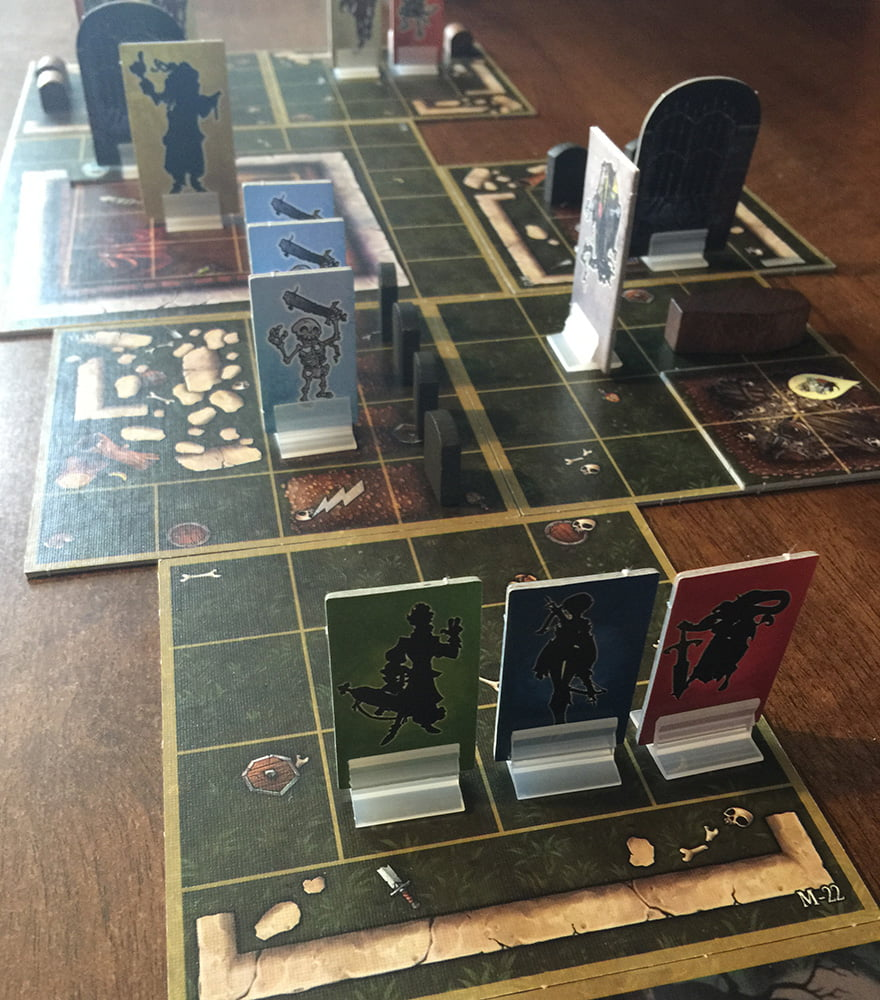 I nostri 3 eroi scrutano con attenzione il dungeon della missione 4.