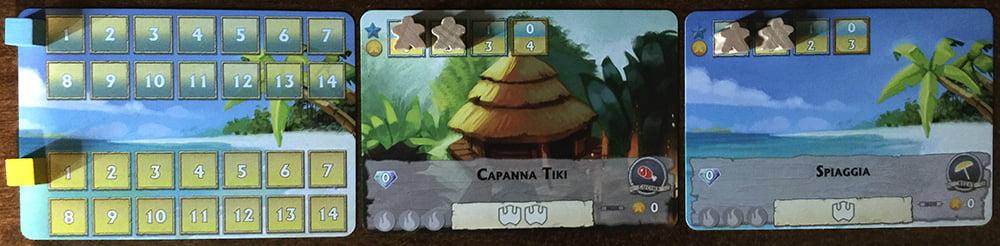 Il setup iniziale di un giocatore: il segnapunti (a sinistra) ha entrambi gli indicatori a zero; le due attrazioni hanno due turisti ciascuna.