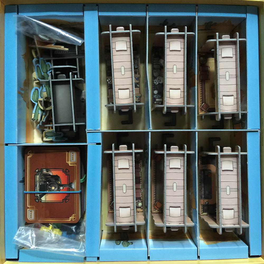 L'interno della scatola: praticissimi i sei appositi spazi in cui si possono riporre i vagoni, senza doverli smontare.