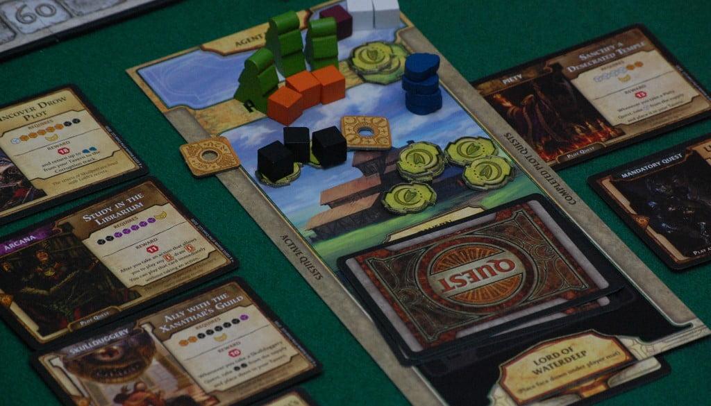 La taverna si riempie di avventurieri e di quest fatte e da fare.