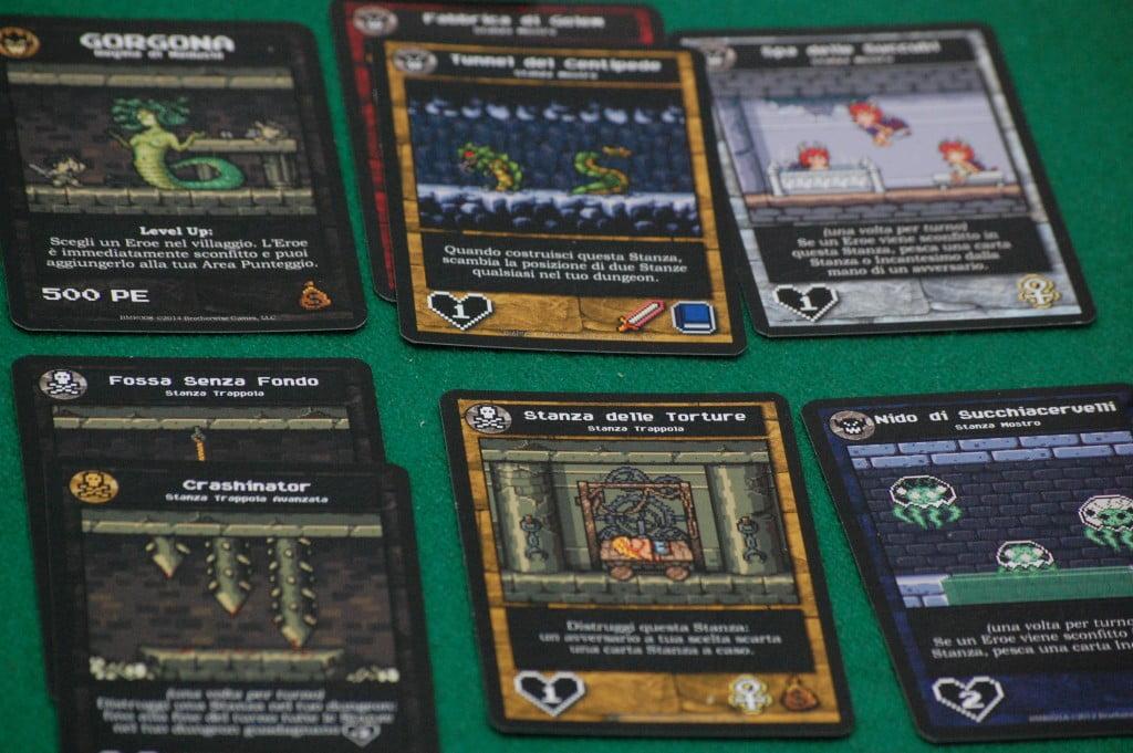 """Il nostro dungeon, con 2 stanze speciali sembrerebbe molto agguerrito: produce fino a 7 punti danno! Il problema è che ha molti """"bottini"""" e quindi richiama l'Eroe """"ladro"""" della foto precedente (che può subire, maledizione!, 8 ferite)"""