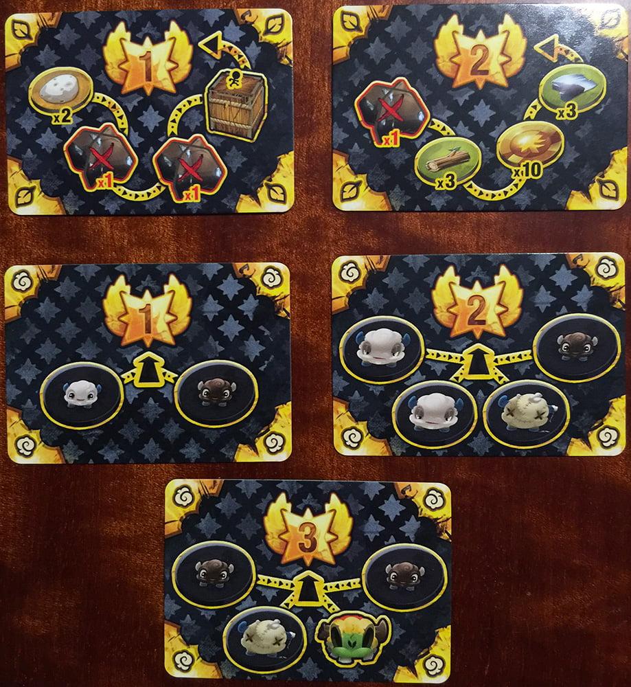 Alcuni esempi di carte missione: quelli in alto indicano percorsi da compiere, quelle in basso elenchi di mostri da sconfiggere.