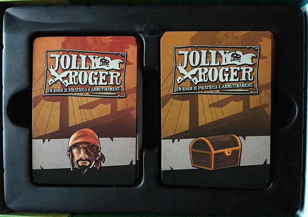 All'interno della scatola, le carte vengono conservate in ordine impeccabile.
