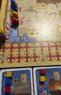 Il giocatore rosso si è spostato nel porto e, dopo essersi fatto promotore di una nuova carta (influenzata anche dal giallo), ha deciso di influenzare l'azione precedentemente promossa dal giallo (il quale ottiene un soldo bonus).