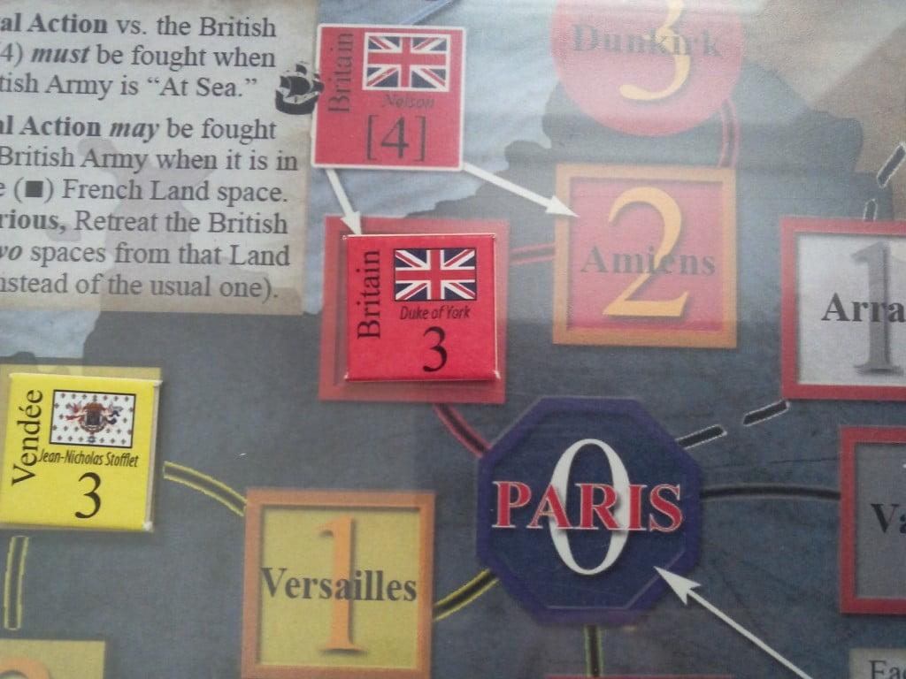 Forse è il caso di rischiare un'Azione Navale: senza bonus/malus con 5+ al dado siamo vittoriosi rispediamo gli inglesi a Dunkirk. Se invece vogliamo (o dobbiamo) essere più prudenti con un'Azione Militare ordinaria ci basta un 4+ per mandarli ad Amiens.