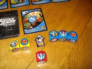 In assenza di kriptonite da annullare contano solo i colpi a segno (i simboli di Superman); ne ha sempre uno gratis in più, e quindi segniamo 3 danni.