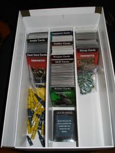Tutto in ordine! Peccato che le carte tendano a cadere... ma la soluzione è semplice, basta comprare le prossime espansioni!