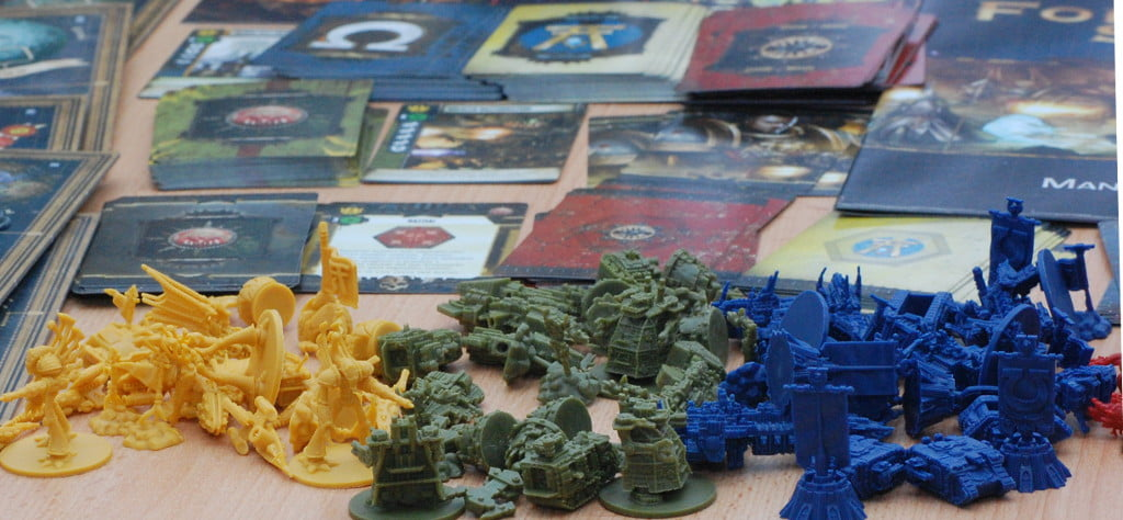 Le 4 razze si suddividono gran parte del materiale del gioco: l'espandibilità modulare è garantita.