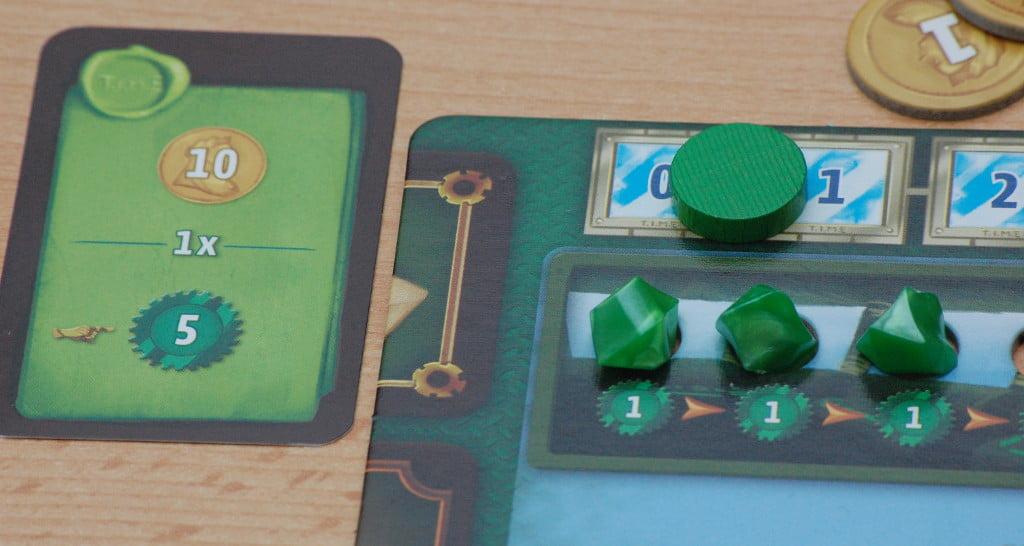 Acquisizione della carta e punti vittoria in base ai cristalli verdi sulla propria scheda giocatore.