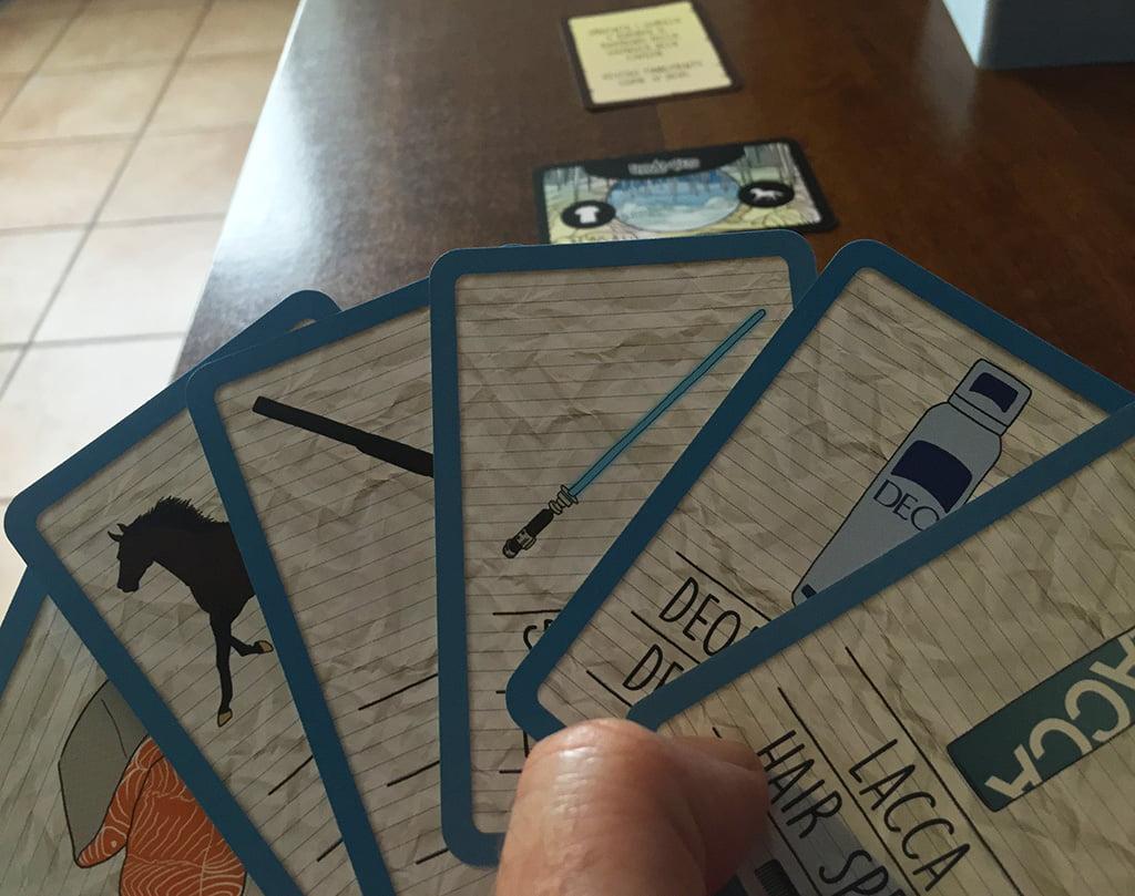 Con questa mano di carte bisogna escogitare un bel racconto, in cui un ragazzo dev'essere salvato dai gorilla e... vestito di tutto punto!