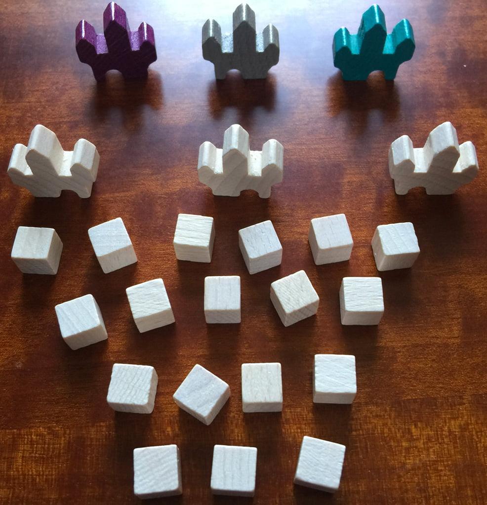 Il kit completo del giocatore bianco; in alto vedete i castelli nei 3 colori degli altri giocatori.