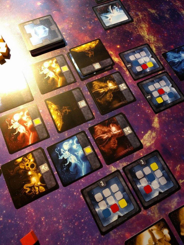 E non solo! guardate cosa succede giocando nel turno dopo la carta in alto a destra: la riga in basso scorre... un'altra carta equilibrio completa (quella di sinistra).