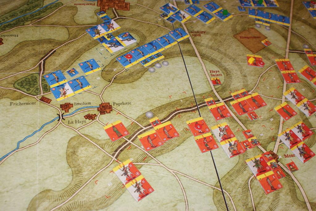 Le batterie dell'ala destra francese aprono il fuoco e colpiscono
