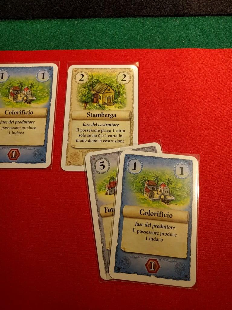 In effetti il giocatore rosso è incerto sul da farsi ma poi opta per la costruzione della Stamberga, che lo lascia però con una sola carta in mano...