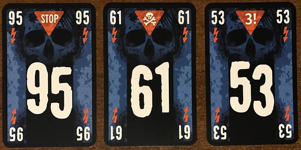 Le tre tipologie di carte con le icone arancioni: attenzione in particolare al teschio al centro, che può chiudere -male!- la partita in qualsiasi momento.