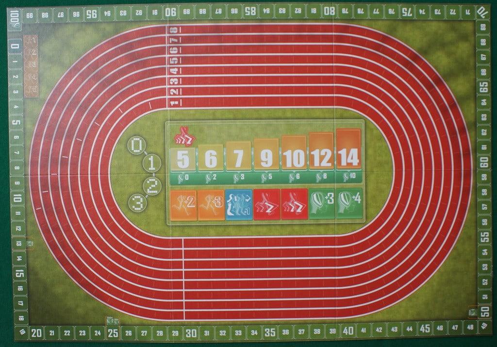 Il tabellone di gioco mostra la pista di atletica