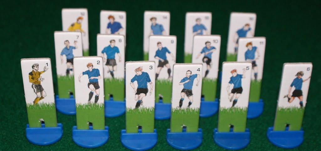 La squadra blu nella foto di rito prima della partita