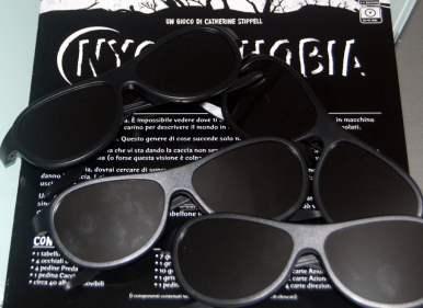Le prede giocano al buio. Gli occhiali fanno bene il loro lavoro se le prede non si agitano e sopratutto se tutti sono onesti. Tenete presente che una partita dura circa 30/45 minuti: tutti al buio (sempre ammesso che non siate uccisi prima...)