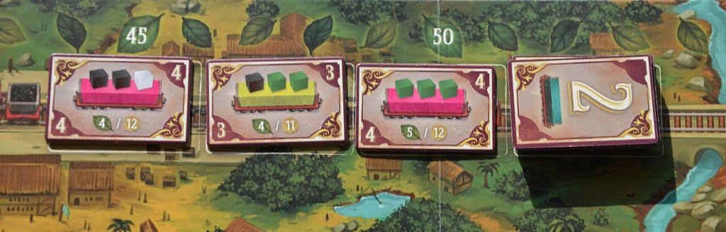 """Alcune tessere """"contratto"""" piazzate sui vagoni del treno"""