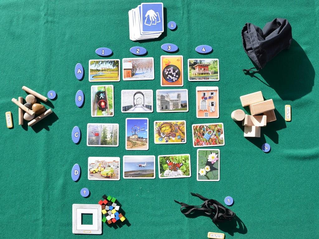 Il tavolo pronto per una partita a cinque
