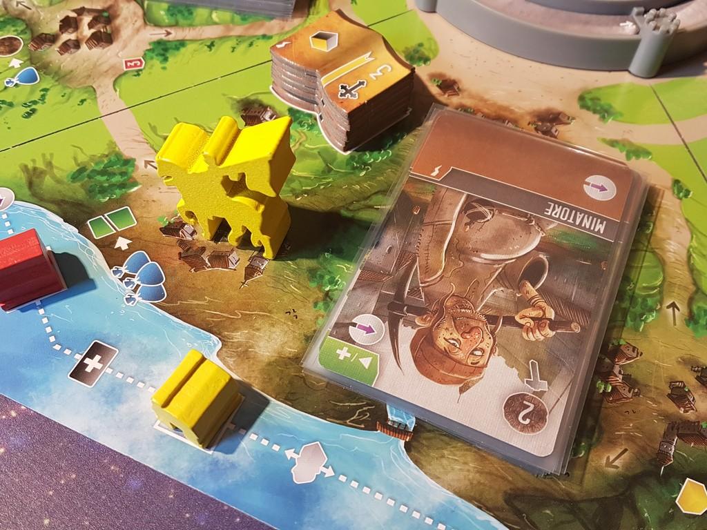Nei villaggi posizionati lungo l'esterno del tabellone è possibile commerciare o costruire.