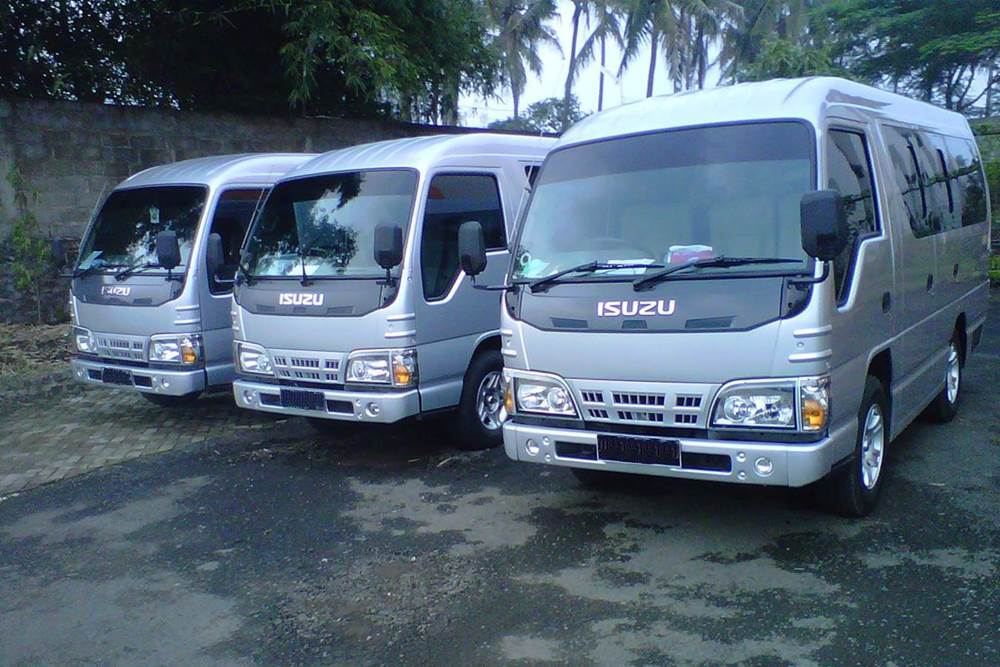Bali Car Charter With Driver - Isuzu Elf - Gallery 03260217