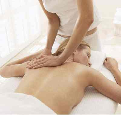 Lymphatic Drainage Massage. Pictured is Bali BISA student practicing lymphatic drainage massage for CIBTAC course