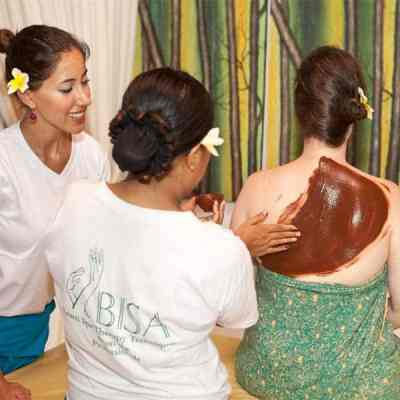 2-day course at Bali BISA in the traditional Balinese Treatments of Balinese Massage and Lulur Body Scrub. Pictures is a demonstration of a Balinese lulur body scrub at Bali BISA. Differences between CIBTAC and CIBTAC Endorsed