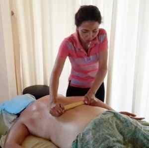 bamboo-massage-therapist