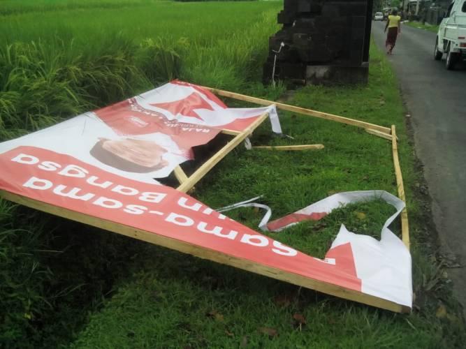 Baliho PSI di Marga Hanya Berumur Semalam