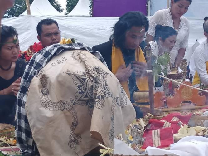 """Sangga Budhaireng, Bangkitkan Kembali """"Ritual Homa Yadnya Bali Kuno"""" sebagai Ajaran Kuno Nusantara"""