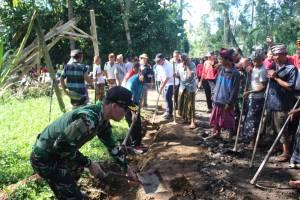 Bupati Bangli Pimpin Karya Bakti Ratakan Jalan TMMD di Peninjoan