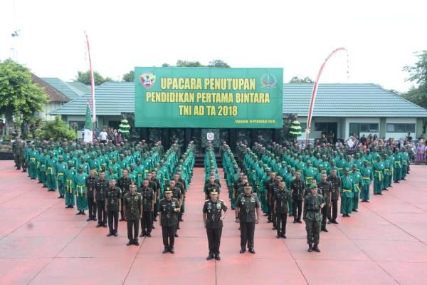 Pangdam Udayana Lantik 205 Bintara Prajurit Karier TNI-AD